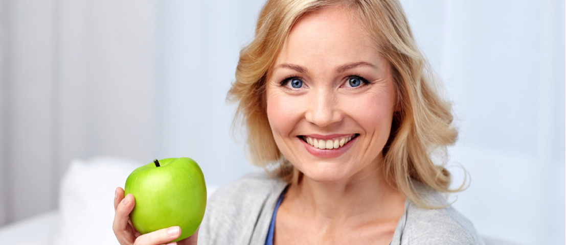 smiling-with-apple