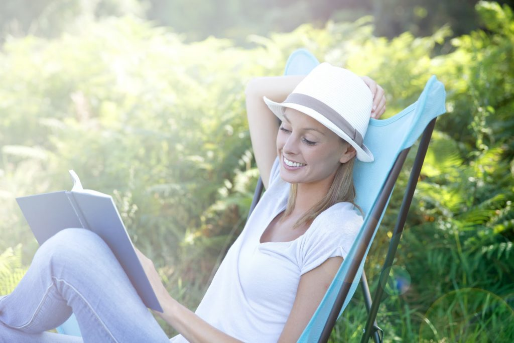 woman-reading-sun